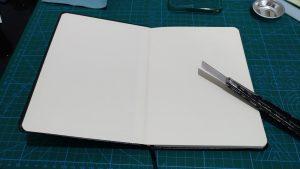ダイソーの手帳を開いたところ。