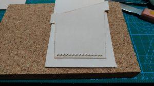 パスケースのカードポケットパーツを縫い付けたところの写真
