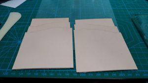 内装のカードポケット部分パーツを全て貼りつけたところの写真